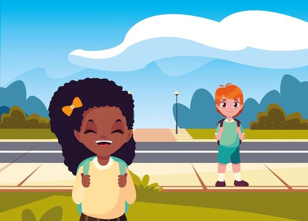 通りの学生の男の子と女の子