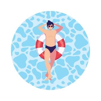 Молодой человек с купальником и поплавком спасатель в воде