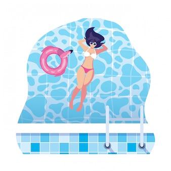 Красивая женщина с купальник, плавающие в воде