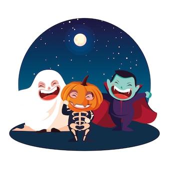 Дети в костюмах хэллоуина