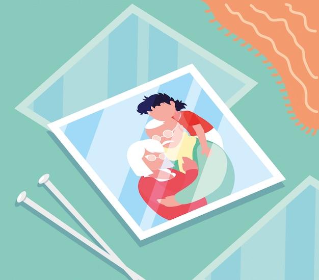 孫と抱きしめるかわいい老夫婦の写真