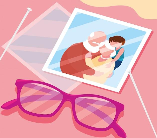 メガネで抱きしめているかわいい老夫婦の写真