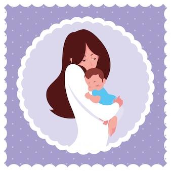 円形フレームの幼い息子とかわいい母