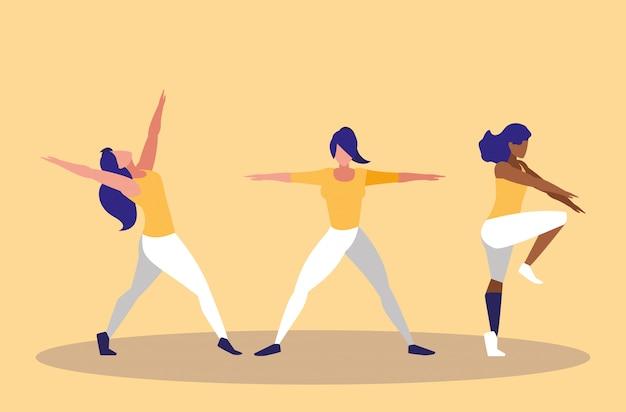 Молодые женщины, выполняющие значок упражнения
