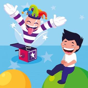 Счастливый мальчик с шляпой шутника и коробкой с сюрпризом