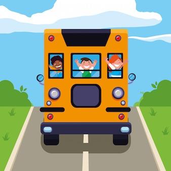 スクールバスで幸せな学生の子供たち
