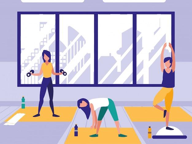 Женщины, выполняющие растяжку в тренажерном зале