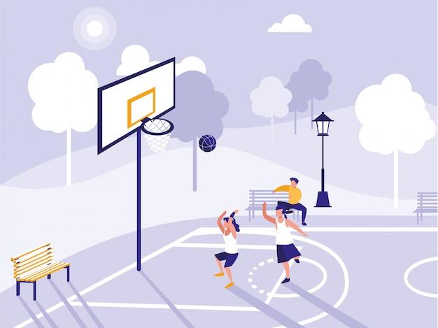 Люди играют на баскетбольном поле