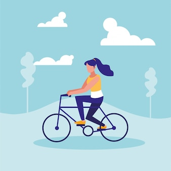 風景の中のサイクリングの練習の女性