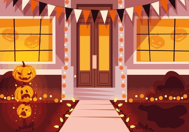 ハロウィーンのお祝いのために飾られた家