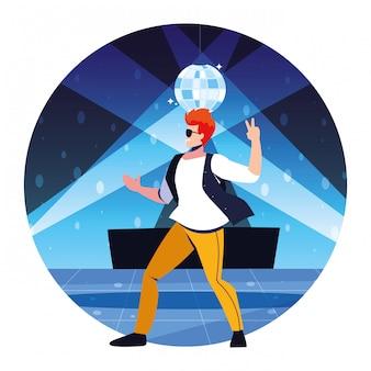 Человек танцует в ночном клубе, вечеринке, танцевальном клубе, музыке и ночной жизни