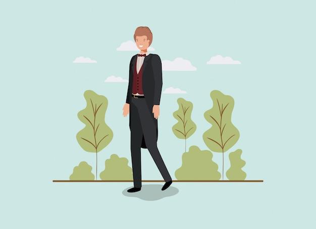Элегантный бизнесмен, ходить в парке