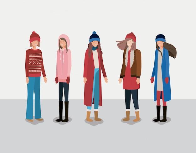 冬の服を着た女性のグループ