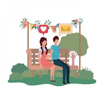 スピーチの泡と公園の椅子に座っているカップル