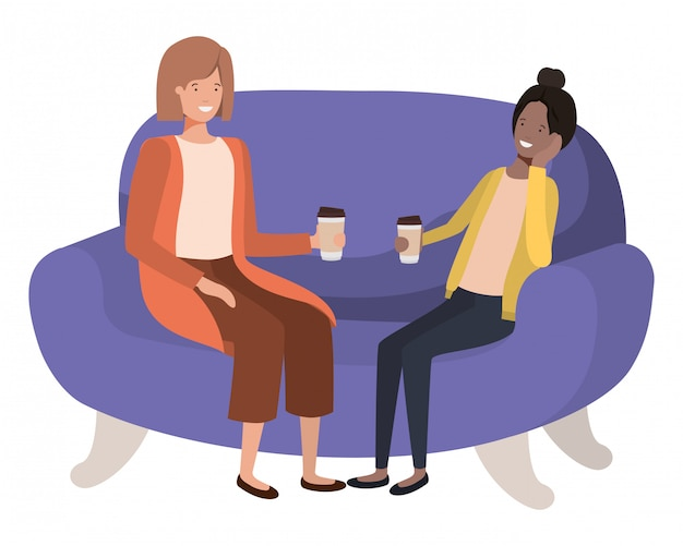 Женщины сидят на диване с аватарами