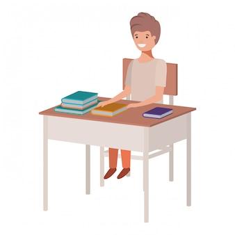 スクールデスクに座っている若い学生少年