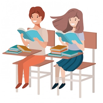 若い学生が学校の机で読書