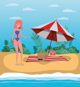 夏の水着のデザインを持つ少女
