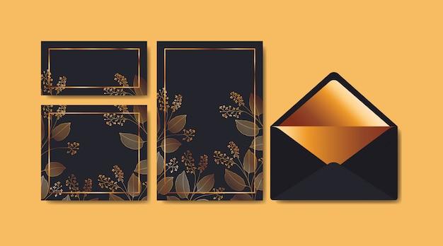 招待状と花飾り付き封筒