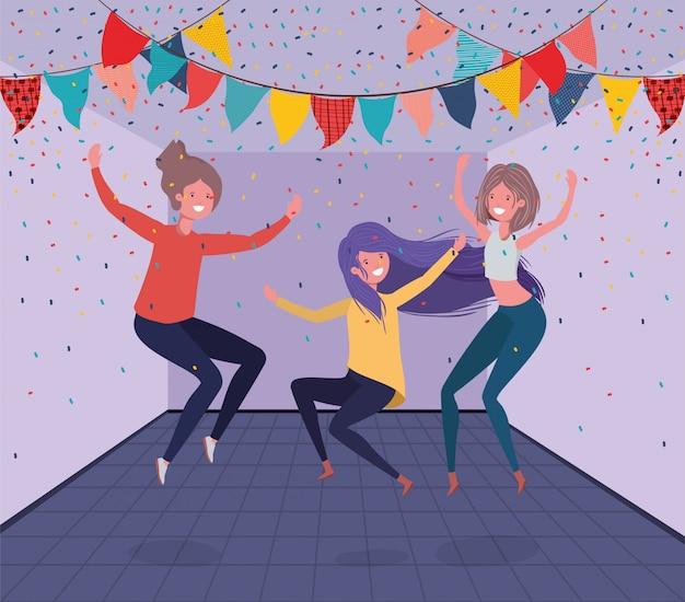 Молодые девушки танцуют в комнате