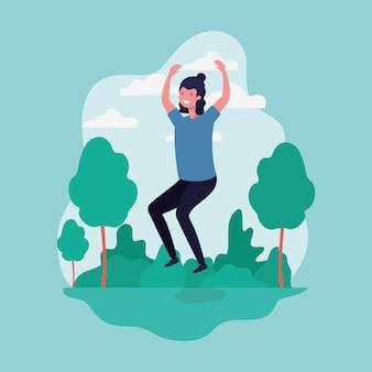 Молодой человек прыгает, празднуя в парке характер