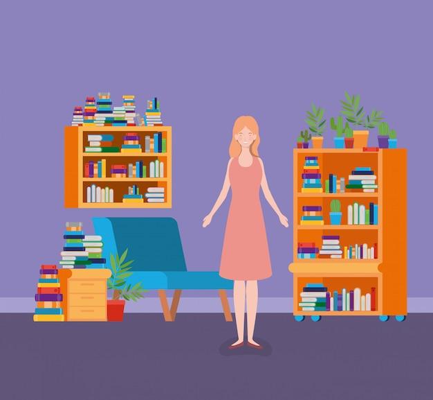 リビングルームに立っている若い女性