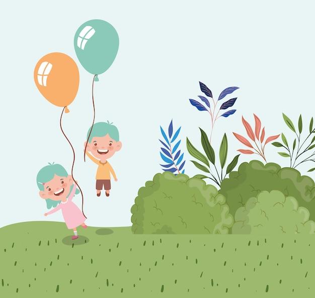 フィールド風景の中の風船ヘリウムとの幸せな小さな子供たち