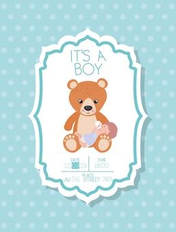 子供とクマのぬいぐるみとその男の子のベビーシャワーカード