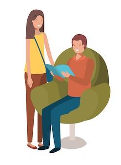本のアバターの文字が付いているソファーに座っているカップル