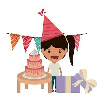 誕生日のお祝いにパーティーハットを持つ少女