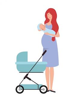 乳母車で生まれたばかりの赤ちゃんと一緒に立っている女性