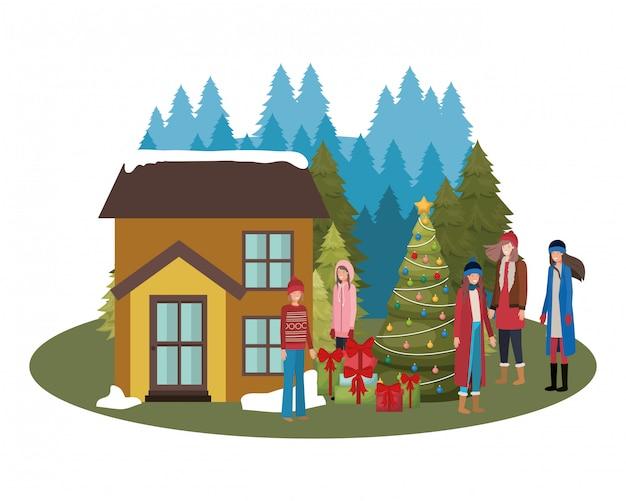 Женщины с елкой возле дома