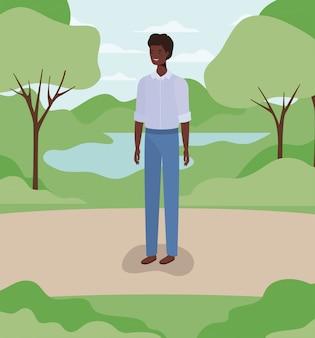 キャンプで若くてカジュアルなアフロ男