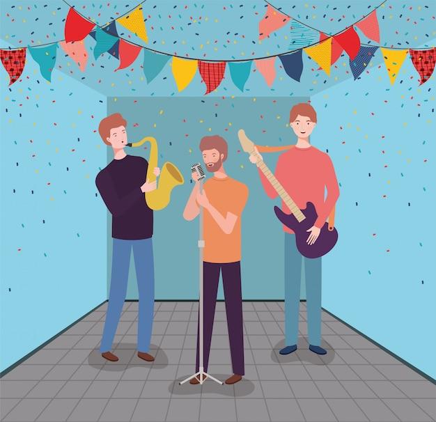 Группа мужчин, играющих на инструментах персонажей