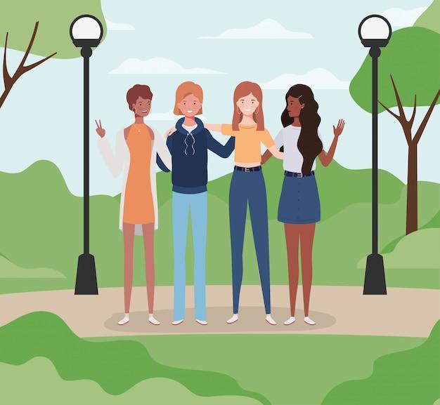 公園で若い異人種間の女の子グループ