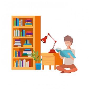 書籍のスタックで座っている男