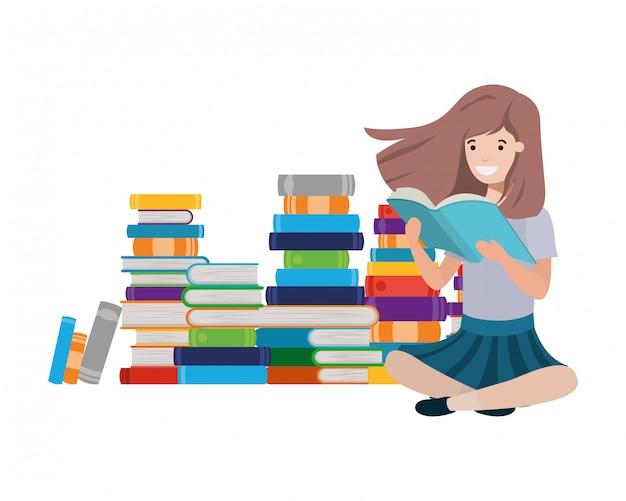 書籍のスタックで座っている女性