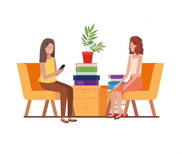 Женщины сидят в рабочем кабинете