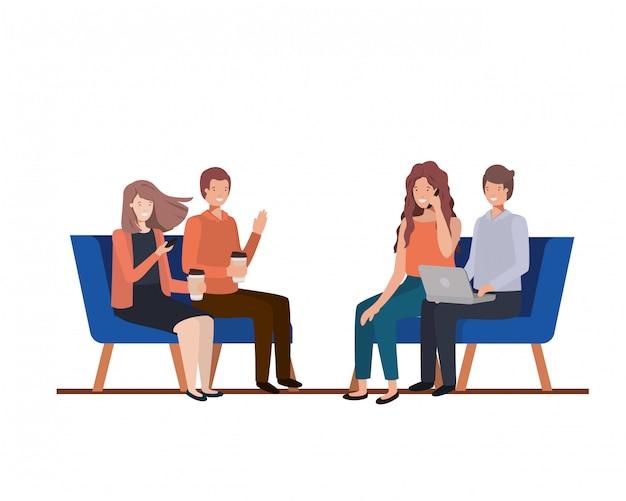 椅子に座っている人々のグループ