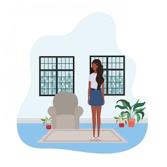 ウィンドウで街を眺める女性リビングルーム