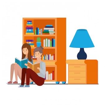 本を手に座っている女性