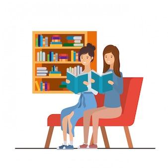 リビングルームで手に本を持つ女性