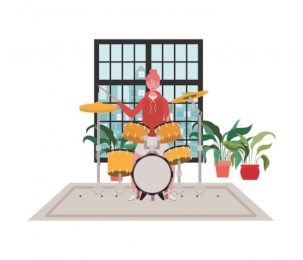 ドラムキットを持つ若い女性