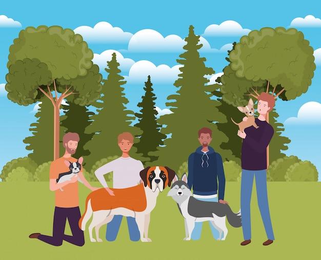 Группа мужчин с симпатичными собаками-талисманами в лагере