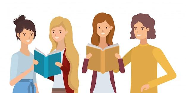Группа студентов девушек, читающих книги