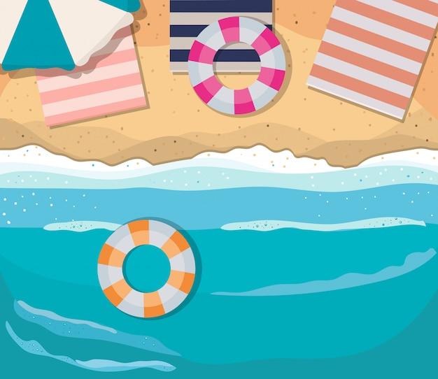 Пляж с зонтиком, поплавками и дизайном вида сверху полотенца, летние каникулы