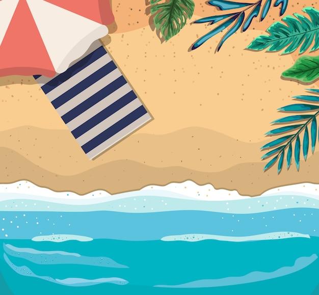 Пляж с зонтиком и полотенцем, вид сверху, летние каникулы
