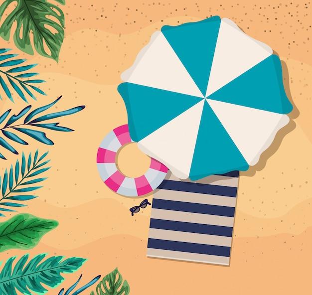 Пляж с зонтиком и дизайном вида сверху, летние каникулы
