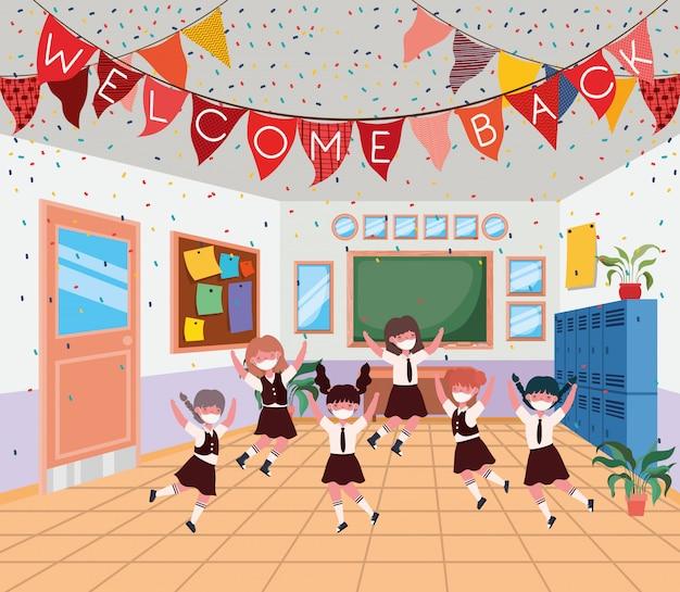 教室でマスクを持つ女の子の子供