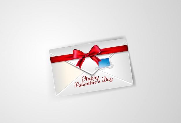 Белый конверт с бантом и почтовой маркой